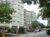 Sanierung der Betonfassade inkl. Neuanstrich und Montage neuer Rollläden in Nürnberg (vorne neu, hinten alt)