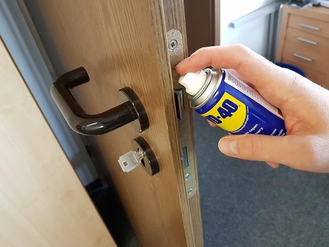 Türen und Schlösser ölen